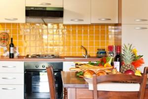 complesso tevere_felce_tavolo cucina_residence pettinaro