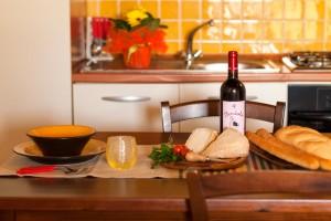 complesso tevere_giunco_tavolo cucina_residence pettinaro